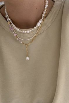 Cute Jewelry, Gold Jewelry, Beaded Jewelry, Jewelry Accessories, Fashion Accessories, Beaded Necklace, Jewlery, Diy Y Necklace, Chanel Necklace