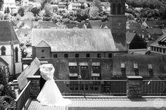 Hochzeit Brautpaar Schleier Weingarten (Baden) Kinmara Fotografie #wedding #hochzeit #bride #blackandwhite #schwarzweiß #brautpaar #braut #schleier #weingarten #baden #weingartenbaden #wartturm #panorama #germany #germantown #deutschland #deutschestadt #altstadt #oldtown #german