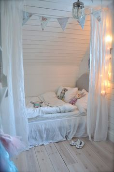 Attic Bedroom Designs, Room Ideas Bedroom, Bedroom Themes, Baby Room Decor, Girls Bedroom, Cool Rooms, Small Rooms, Horse Themed Bedrooms, Upstairs Bedroom