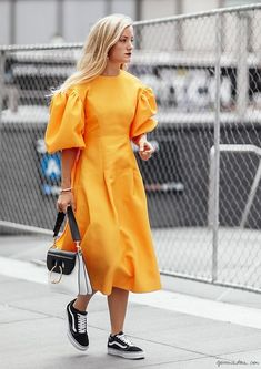 Femme on the Street Modest Fashion, Fashion Outfits, Womens Fashion, Simple Dresses, Pretty Dresses, Haute Couture Looks, Summer Outfits, Casual Outfits, Mode Simple