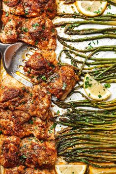 Oven Baked Chicken with Asparagus - #chicken #recipe #eatwell101 - An incredibly easy sheet pan chicken recipe, low carb and Keto approved! - #recipe by #eatwell101 Honey Chicken, Oven Baked Chicken, Butter Chicken, Garlic Butter, Roasted Chicken, Healthy Chicken, Healthy Meals, Healthy Food, Healthy Recipes