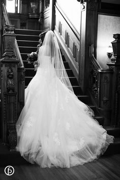 Loose Mansion Wedding | bride on the staircase