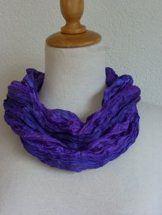 Geplisseerde zijden cirkelsjaal sjaalketting van zijde door Inderoos