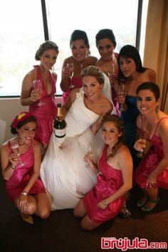Violeta Cantú y sus pink bridesmaids.