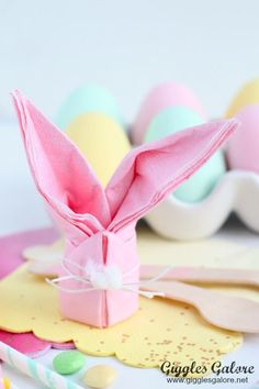 Complete your Easter brunch table setting with these adorable and easy to make Easter Bunny Napkins! : Complete your Easter brunch table setting with these adorable and easy to make Easter Bunny Napkins! Bunny Napkin Fold, Paper Napkin Folding, Paper Napkins, Folding Napkins, Brunch Table Setting, Brunch Decor, Brunch Ideas, Table Settings, Paper Bunny