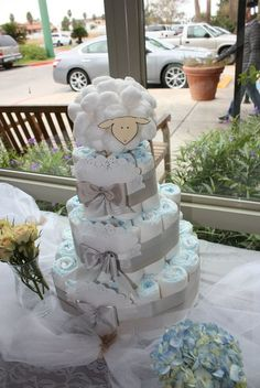 beautiful baby shower diaper cake!