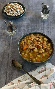 Vegan Slow Cooker Yellow-Eyed Bean Soup For 2 with Veggie Variations, I doubled this, added about 4 cups of collard greens toward the end, soooo yummy. Healthy Slow Cooker, Slow Cooker Recipes, Crockpot Recipes, Soup Recipes, Whole Food Recipes, Free Recipes, Vegan Stew, Vegan Soups, Vegan Dinners