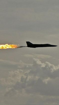 F-111 could jettison JP-4 into its slip stream.  Sometimes they just did it to freak people out.