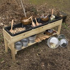 Triple Treasure Table - Matschküchen - Spielen im Freien - Frühe Jahre - The C. Triple Treasure Table - Mud Kitchen - Outdoor Play - Early Years - The Consorti .