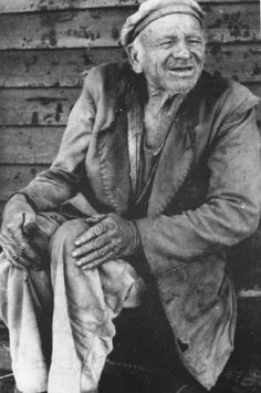 'Old Ashes' Cyril Sainty photo from Melksham Many remember the man with the wheelbarrow from the who collected ashe. Local History, Libraries, Basil, Families, Coast, Ship, People, Blog, Library Room