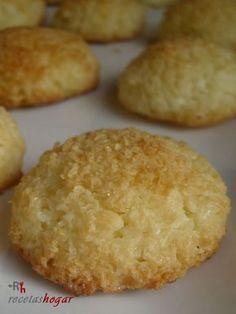 Coquitos. Receta de coco, fácil, rápida y económica con fotos en cada uno de los pasos. Cupcake Recipes, Cookie Recipes, Dessert Recipes, Desserts, Happy Kitchen, Coconut Cookies, Coconut Recipes, Cakes And More, Diabetic Recipes