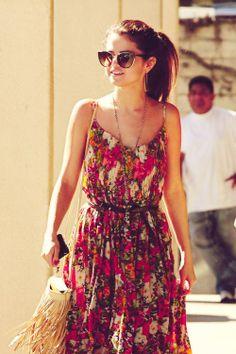 Summer style. Selena, her style, n her hair tho.