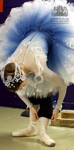 Beautiful Ballerina and Tutu ~ Birmingham Royal Ballet - The Prince of the Pagodas; Laura Day as Foam; Ballet Tutu, Ballerina Dancing, Ballet Dancers, Ballet Outfits, Ballet Feet, Ballet Shoes, Shall We Dance, Just Dance, Tutu Bleu