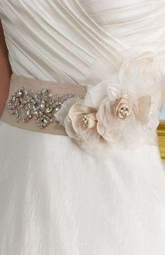 cinture sposa confeccionato in raso e organza con decorazione luminosi e di fiori