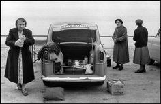 Bruce Davidson, England & Scotland portfolio, Tea set up in car's trunk, Brighton, UK, 1960. © Bruce Davidson/Magnum Photos.