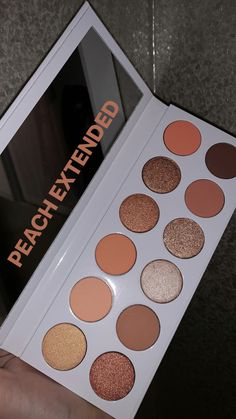 Kylie Peach Palette Extended - - - make up - Kylie Makeup, Makeup Goals, Skin Makeup, Eyeshadow Makeup, Makeup Cosmetics, Eyeliner, Kylie Eyeshadow Palette, Drugstore Eyeshadow, Peach Eyeshadow