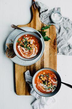 Tomatsoppa med Rökiga Kikärtor & Örter | Tomato Soup with Smokey Chickpeas & Herbs | v + gf | Cashew Kitchen | Bloglovin'