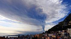 L'emissione di cenere non si ferma: vietata ogni attività nello scalo etneo