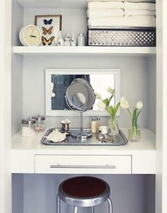 Cute idea to do with a small closet in the master bedroom, make it a makeup area.off only I had an extra small closet. Bedroom Alcove, Closet Bedroom, Dream Bedroom, Bedroom Decor, Bedroom Storage, Diy Makeup Organizer, Makeup Organization, Closet Vanity, Closet Mirror