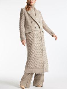 Max Mara ALDA beige: Alpaca and wool coat. Winter Blouses, Winter Fur Coats, Beige Outfit, Crochet Skirts, Knitwear Fashion, Hijab Outfit, Boho Fashion, Fashion Design, Max Mara