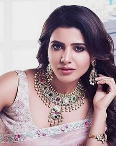 How To Choose The Perfect Pair Of Gold Diamond Earrings – Argenta Jewellery Samantha In Saree, Samantha Ruth, South Actress, South Indian Actress, Most Beautiful Indian Actress, Beautiful Actresses, Samantha Images, Prity Girl, Sr1