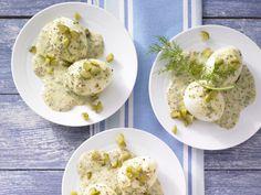 Eier in Senf-Dill-Sauce mit Gewürzgurke | Kalorien: 326 Kcal - Zeit: 30 Min. | eatsmarter.de