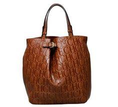 Bolsos Carolina Herrera CAROLINA HERRERA--this designer is class personified bolso de Herrera Nice duffle Herrara! Beautiful Handbags, Beautiful Bags, Coach Handbags, Purses And Handbags, Burberry Handbags, Coach Purse, Nice Handbags, Brahmin Handbags, Ladies Handbags