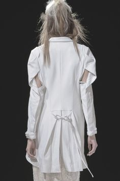 ejakulation: Yohji Yamamoto, S/S 2013 Yohji Yamamoto, Japanese Fashion Designers, White Shirts, White Fashion, Paris Fashion, Mode Inspiration, Donna Karan, Fashion Details, Catwalk
