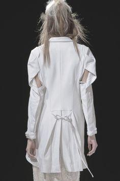 ejakulation: Yohji Yamamoto, S/S 2013 Yohji Yamamoto, Japanese Fashion Designers, White Shirts, White Fashion, Paris Fashion, Donna Karan, Mode Inspiration, Fashion Details, Catwalk