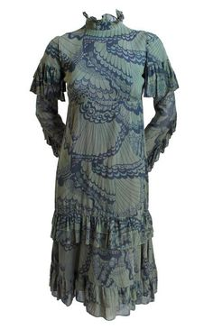 Dress Thea Porter, late 1960s 1stdibs.com Colorful Fashion, Trendy Fashion, Fashion Beauty, Fashion Outfits, Fashion Bags, Women's Fashion, Bohemian Fashion, Fashion Styles, Timeless Fashion
