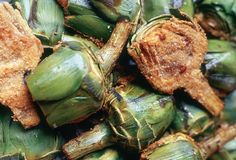 Artichokes stuffed with ground meat; These little jewels are stuffed with ground meat, layered into a skillet, and seared. Then artichokes are simmered in a tart tomato sauce until tender. Passover Recipes, Jewish Recipes, Fall Recipes, Wine Recipes, Beef Recipes, Real Food Recipes, Cooking Recipes, Holiday Recipes, Half And Half Recipes