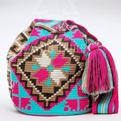 Cabo Wayuu Mochila bags are intricate in their designs, can take approximately 18 days to weave. Hand Woven Strap using woven one thread. Handmade in South America by the indigenous Wayuu people. Crotchet Bags, Knitted Bags, Tapestry Bag, Tapestry Crochet, How To Make Purses, Handmade Handbags, Crochet Purses, Knitting Accessories, Purses And Bags
