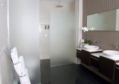 Bathroom Design Ideas - Photos of Bathrooms. Browse Photos from Australian Designers & Trade Professionals, Create an Inspiration Board to save your favourite images. Shower Wall Panels, Shower Screen, Cavity Sliding Doors, Bathroom Color Schemes, Colour Schemes, Bathroom Paneling, Glass Shower, Reno, Glass Panels