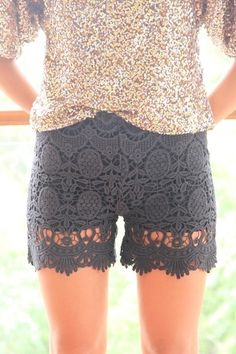 Lace Shorts (from Sabo Skirt) Col Crochet, Crochet Shorts, Beautiful Outfits, Cute Outfits, Beautiful Clothes, Black Lace Shorts, Vogue, Spring Summer, Sabo Skirt
