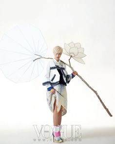 Photoshoots and campaings. Fashion Shoot, Fashion Art, Editorial Fashion, Fashion Design, Korean Traditional Dress, Traditional Dresses, Tableaux Vivants, Modern Hanbok, Korean Design