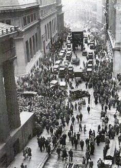 Crowd gathering outside the New York Stock Exchange, 1929