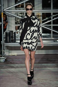 Défile Moschino Cheap and Chic Prêt-à-porter Automne-hiver 2013-2014