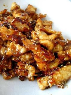 Sesame Chicken for slow cooker 1 1/2 pound boneless/skinless chicken breasts 1/2 cup honey 1/4 cup soy sauce 2 tablespoons dried onion 2 tablespoons ketchup 1 tablespoon oil 1/2 teaspoon garlic powder 2 teaspoons cornstarch dissolved in 3 Tablespoons water Sesame seeds