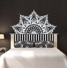 wandtattoo mandala wandtattoo fur schlafzimmer wandsticker ein designerstuck von lollipodecals bei dawanda