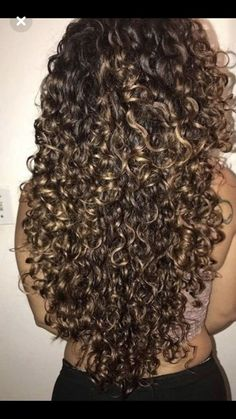 Read - Cheveux💇🏽 from the story Postbad ~ Book by with reads. Really Curly Hair, Curly Hair Tips, Long Curly Hair, Curly Hair Styles, Natural Hair Styles, Wedding Hairstyles For Long Hair, Pretty Hairstyles, Highlights Curly Hair, Colored Curly Hair