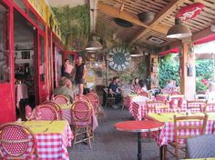 3 bra restauranger i Calvi - Corsica is one of the most beautiful islands in the world. The beaches are stunning and the food is divine...