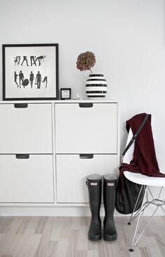 STYLIZIMO BLOG: Organized in the hallway; IKEA shoe cabinet