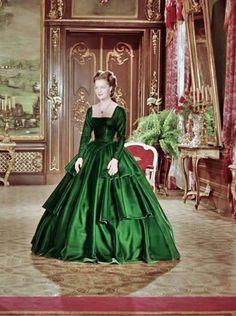 Romy Schneider as Empress Sissi Romy Schneider, Princesa Sissi, Victorian Fashion, Vintage Fashion, Empress Sissi, Southern Belle Dress, 19th Century Fashion, Estilo Retro, Period Outfit
