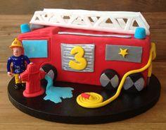 Feuerwehrmann Sam Geburtstagstorte, Drehleiterfahrzeug aus Fondant