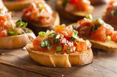 Homemade Italian Bruschetta Appetizer with Basil and Tomatoes Easy To Make Appetizers, Appetizer Recipes, Popular Appetizers, World Vegetarian Day, Vegetarian Snacks, Homemade Bruschetta, Evening Snacks, Italian Recipes, Vegetarian Recipes