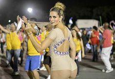 Oi? Vanessa Alcântara tira calcinha durante ensaio técnico - Edu Graboski / Lipe Aramuni / Divulgação