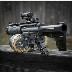 Vintage or new weapons? Assault Weapon, Assault Rifle, Big Guns, Cool Guns, Weapons Guns, Guns And Ammo, Zombie Weapons, Shooting Guns, Military Guns