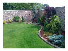 travnjak Garden Design, Sidewalk, Backyard, Dom, Gardens, Patio, Side Walkway, Outdoor Gardens, Walkway