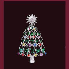 Let's Get Vintage - Christmas - Gorgeous retired crystal 2005 Christmas Tree brooch. Signed SWAROVSKI - Vintage Costume Jewelry