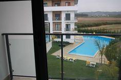 T2 semi-novo em São Martinho do Porto - Condomínio Atlântico Golf, a 7 minutos a pé da praia  - Apartamento de 84,15 m2 com acabamentos de luxo - Varanda em todas as divisões (varanda da sala e quarto com vista directa para piscina)